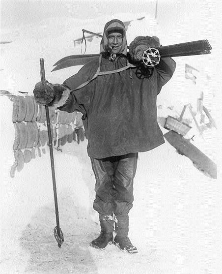 Crean prepares for the trek to the South Pole with Captain Scott in 1911. (Scott Polar Research Institute, Cambridge)
