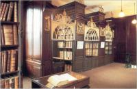 'The cages' at the end of second gallery. Originally readers were locked in for security reasons.(Courtesy of Marsh's Library)