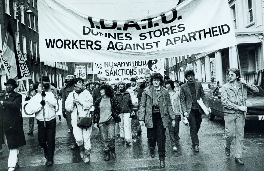 Dunnes Stores strikers on an Irish Anti-Apartheid Movement national march through Dublin, November 1986. (An Phoblacht)