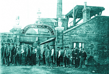 Workers queuing up outside the factory. (Birmingham City Archive)