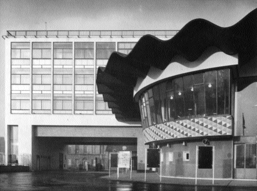 Busáras-view of the curved canopy and control room. (de Burgh Galwey)