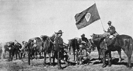 The Irish Transvaal Brigade in the field, complete with flag sent from Ireland by Maud Gonne and the Irish Transvaal Committee. 'Mind the flag', were some of the last words of John MacBride before his execution in 1916. (Priem, De Oorlog in Zuid Afrika [1900])