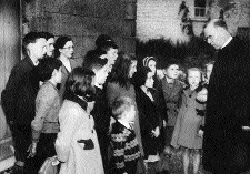 Talking to children in his native Ballymoe, Co. Roscommon, during his 1946 Irish tour. (Hall of History, Boys' Town)