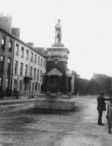 Fig.2 The original Pikeman, unveiled in 1905, was destroyed by Black and Tans in 1921. (Lawrence Collection, National Library of Ireland)