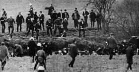 Marchers trapped in the river bed by loyalist ambushers. The white armbands signify membership of the B Specials, while one attacker (left foreground) is wearing what appears to be a police-issue steel helmet. (Belfast Telegraph)