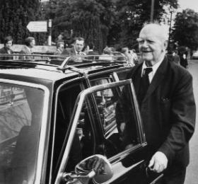 'Bapty' [John the Baptist] Maher at the funeral of Paddy Prendergast, 1980. (John Minihan)