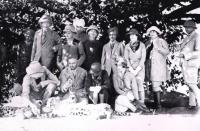 Ranji (with cigarette in mouth) with European guests on a tiger hunt in Nawanager. His lavish hospitality was legendary and much abused—one of the reasons he 'escaped' to Connemara. (Private collection)