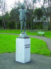 Commemorative statue by sculptor Rory Breslin in Ranelagh Gardens.