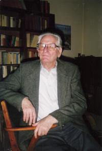 Hans Hartmann at home in Cologne in 1990, aged 81.