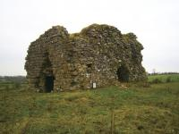 The ruins of Kilclooney Castle near Tuam, where Domhnaill Óg Ó hUigínn had run a bardic school since 1574. William Daniel praised Ó hUigínn's contribution in the opening pages of Tiomna Nuadh (inset), his translation into Irish of the New Testament, saying that he had relied on him to proofread his work before printing. (Marsh's Library)