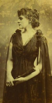 Studio portrait of Maud Gonne as a young woman. (National Library of Ireland)