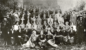 Above: Women of the National Aid Association—comprised of members of Cumann na mBan, Clan na Gael and the Irish Citizen Army—in the garden of Mr and Mrs Ely O'Carroll in the summer of 1916. In contrast with other organisations, Cumann na mBan preserved its position after the Rising and it is probably because of its existence that the struggle for independence continued. (Kilmainham Gaol)