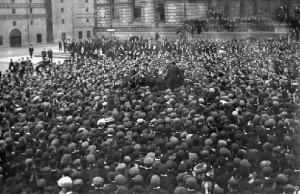 Mass meeting in Belfast's Queen's Square in the summer of 1907, addressed by Joe Devlin MP, Jim Larkin, Lindsay Crawford, Alex Boyd and W.J. Murray. The Belfast dock strike made Larkin a household name. (Alex R. Hogg)