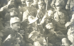 Above: Fiume, spring 1920—D'Annunzio surrounded by his followers, some of whom volunteered to fight alongside the IRA. Encouraged by their leader, these self-styled 'legionaries' lived a life of excess while in Fiume; even so, they were capable soldiers, for many had served with the Arditi, élite troops of the Italian Army. (Fondazione Il Vittoriale degli Italiani, Archivio Iconografico)