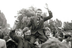 Solidarity leader Lech Wałęsa during the strike at the Gdańsk Lenin Shipyard, August 1980. (Marek Zarzecki/Reuters/Forum)