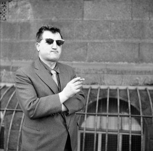 Brendan Behan outside the High Court, Dublin, in 1961. (Irish Photo Archive)