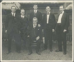 (left to right) Harry Boland, Liam Mellows, Éamon de Valera, John Devoy (seated), Dr Patrick McCartan and Diarmuid Lynch. Photograph taken on the roof of the Waldorf Astoria, 23 June 1919. (UCD Archives)