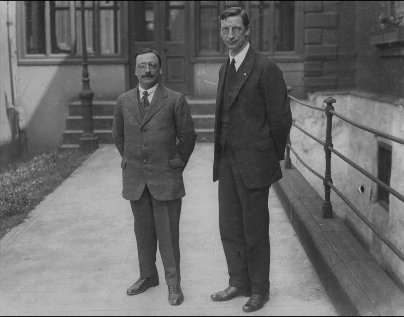 eamon de valera Key personality - eamonn devalera eamon devalera eamon devalera was born in american and came to ireland when his father died he joined the gaelic league in 1908 and the irish volunteers in 1913.