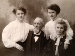Jeremiah and Mary Jane with their two daughters, Daisy (Margaret) and Jenny (Jane), in 1905 while living in Cork. (NLI)