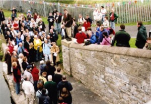 Professor A.G. O'Farrell speaking at Broombridge during the 2005 walk.