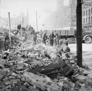 Royal Welch Fusiliers assist in clearing bomb damage in Belfast, 7 May 1941. (IWM)