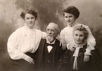 Above: Jeremiah O'Donovan Rossa (with family) in 1905. In 2003 researcher-librarian John McLoughlin speculated that he may have been the lyricist. (NLI)
